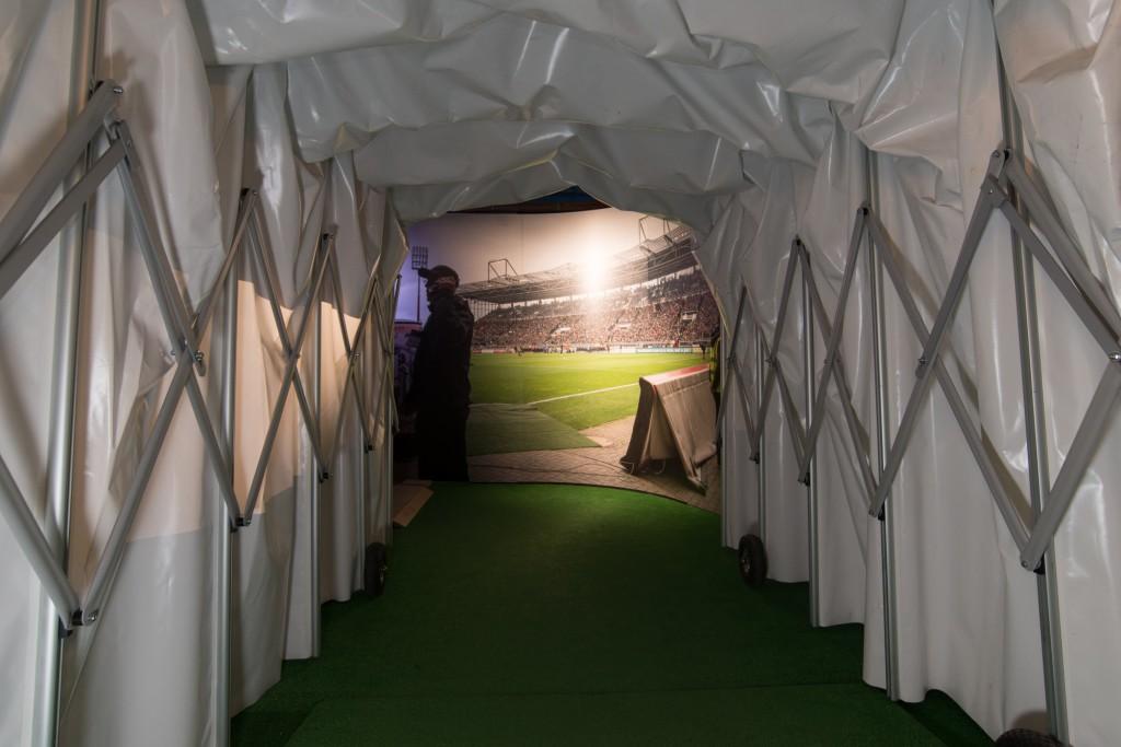 Emotionales Entrée: der Spielertunnel in der Millerntor-Ausstellung. Foto: Gerd Bitzer