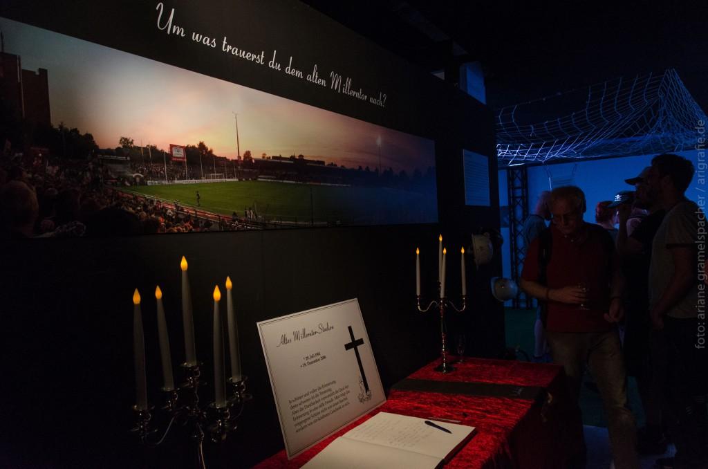 kondolenzbuch fuer das alte millerntor (Foto Ariane Gramelspacher)